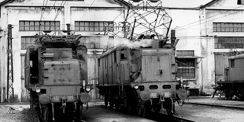 Locomotiva elettica E432.031 in deposito